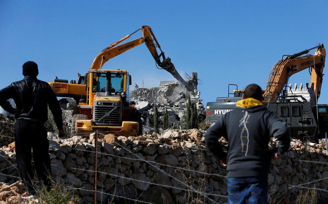 以色列透過軍事占領與單方執法的漏洞,不斷驅逐、迫遷耶路撒冷與西岸土地上的巴人社區...