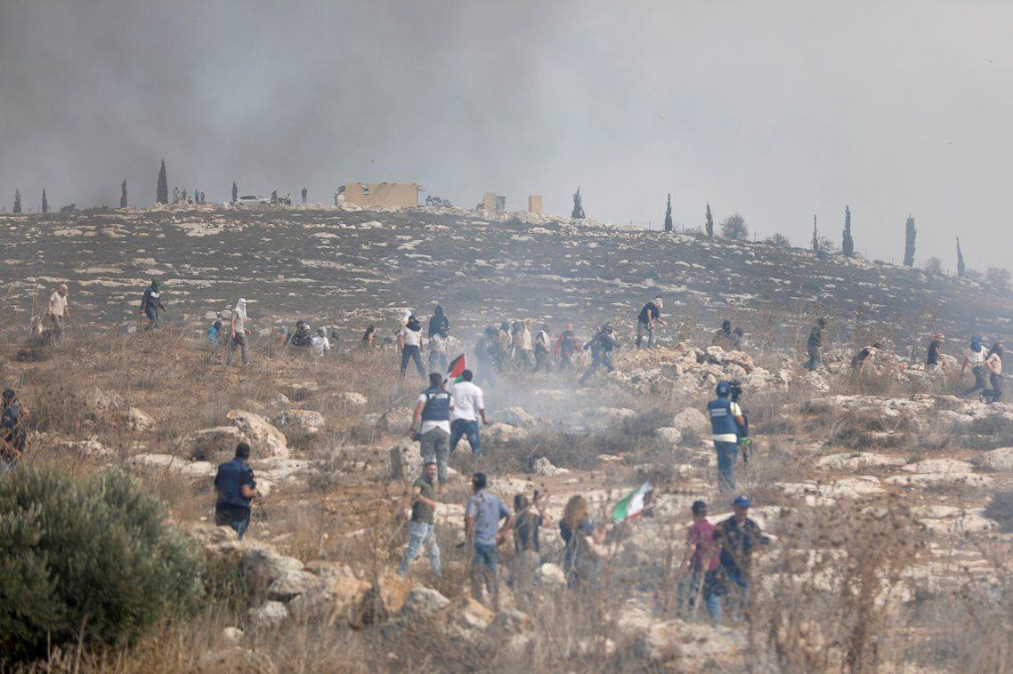 納坦雅胡份外開心,除了各種感謝與讚美之外,他也公開表示:「終於,以色列人能好好地...