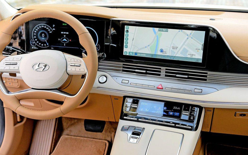 小改款Hyundai Grandeur內裝變得相當豪華且高級。 摘自Hyunda...