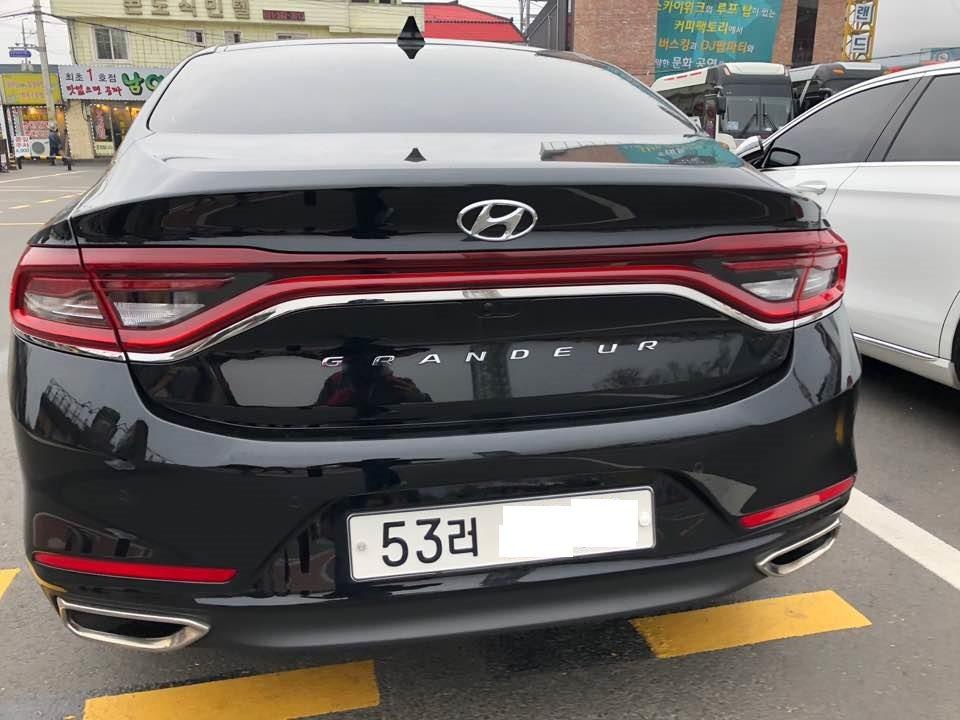 圖為第六代小改款前的Hyundai Grandeur,一體成型式尾燈長期以來都是...