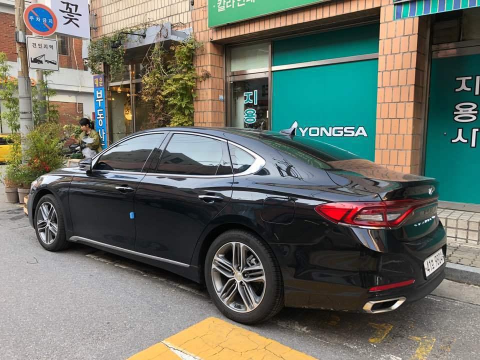 圖為第六代小改款前的Hyundai Grandeur,外型相對而言較為平庸。 記...