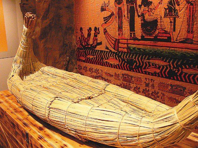 紙莎草船是埃及人在西元前3500年到4000年間發明的產物。(攝影/記者蔡政欣、...