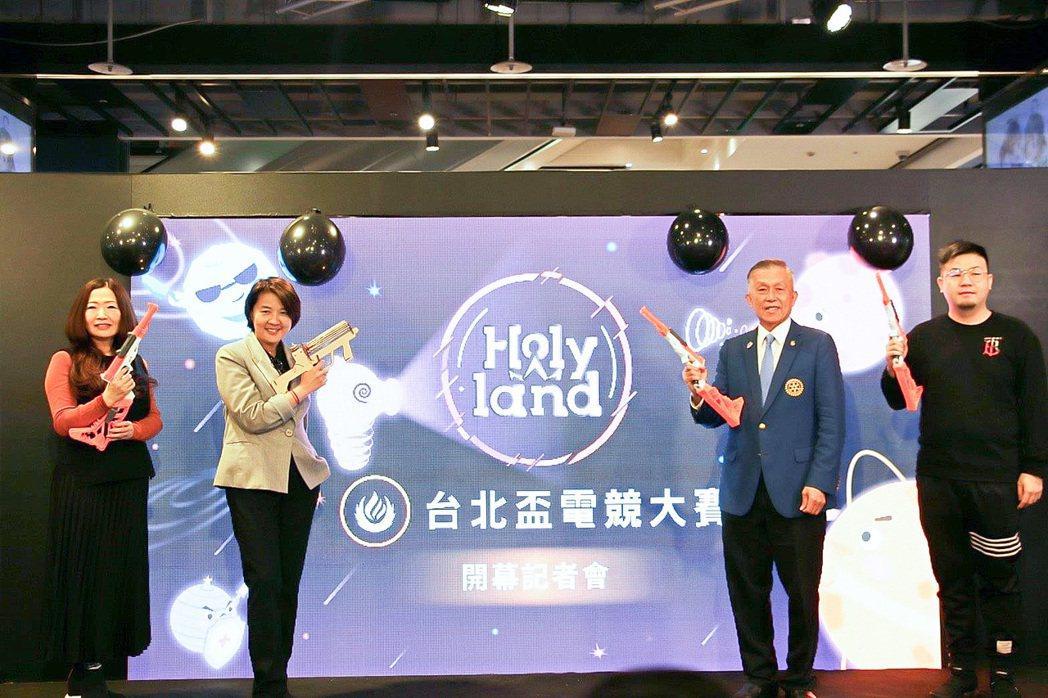 臺北市副市長黃珊珊(左二)與業界代表為賽事站台。 臺北市資訊局/提供