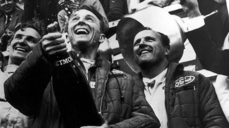 Ford車隊於1967 年法國「利曼24 小時耐力賽」成功衛冕冠軍,冠軍車手Da...