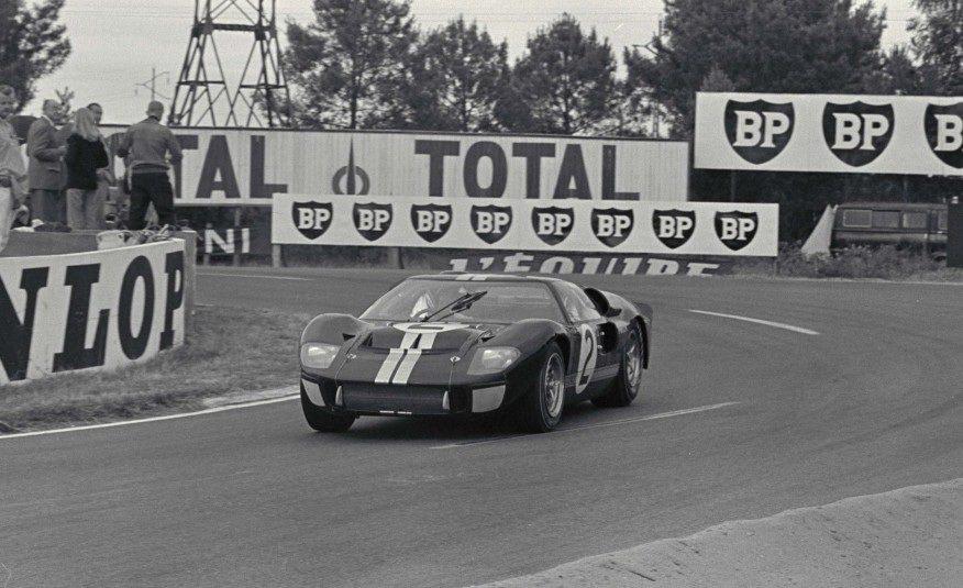 Ford金牌汽車設計師Carroll Shelby領軍,聯手英國賽車手Ken M...