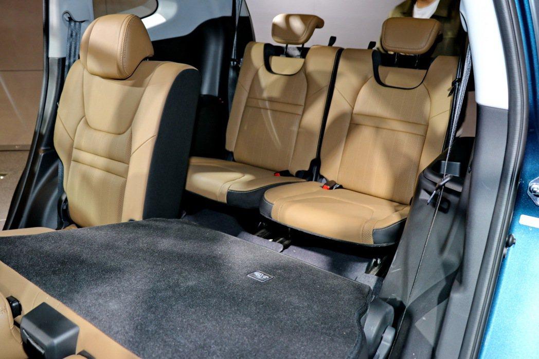 5+2人座設計,有多種方式可將第二排座椅收折。 記者陳威任/攝影