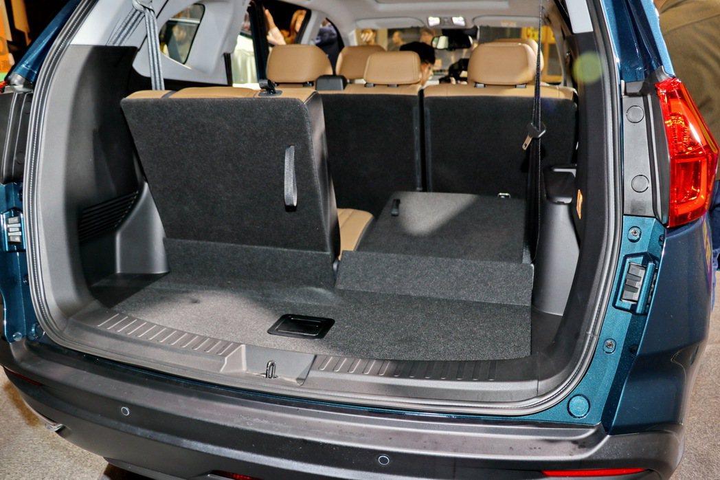 擁有多變化且寬敞的後車廂空間。 記者陳威任/攝影