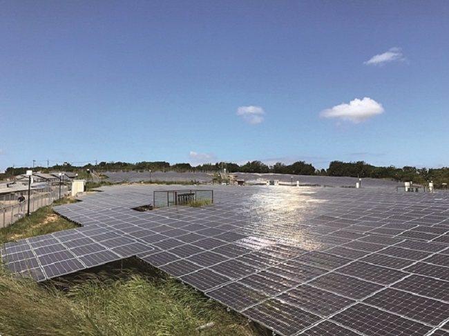 文山掩埋場推動的「綠光計畫」,建置太陽能光電模組約2 萬片。 圖片提供/台中市政...