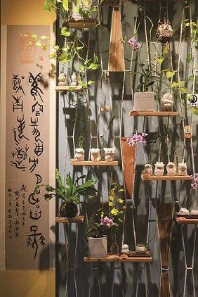 朱敏慈將書法、陶藝創作等興趣,轉化成文創商品,更獲得機會進駐光復新村。 攝影/施...