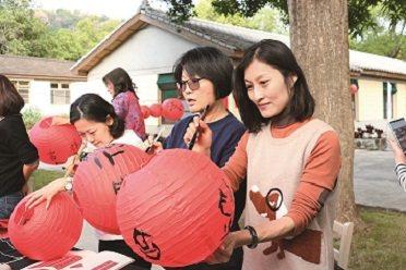 朱敏慈去年舉辦了書法、繪畫展覽,結合茶道、寫春聯各種體驗活動,吸引了民眾熱烈參與...