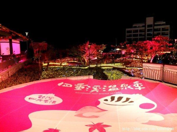 今年以「楓紅」意象主題為溫泉季掀起話題,聽說剛點燈開幕時就爆滿人潮