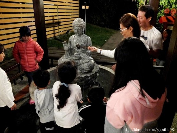 經過「足湯亭」後繼續往上走不久會看到這一座「溫泉神社」