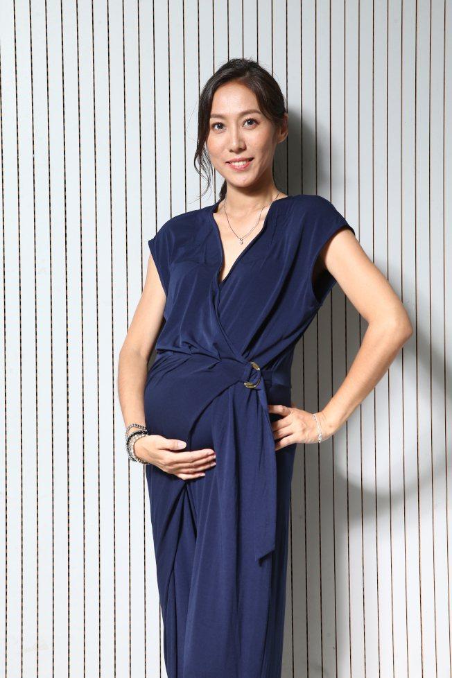 張詩盈挺著8個多月的孕肚,再戰金馬獎。記者蘇健忠/攝影