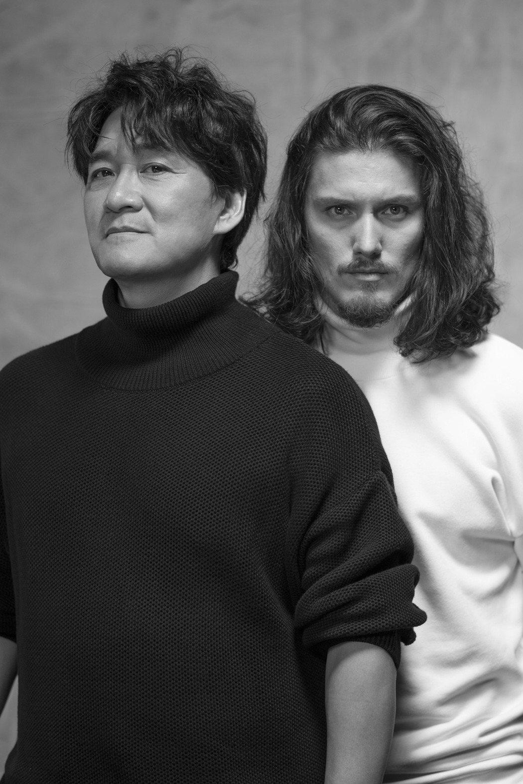 周華健(左)與混血兒子周厚安。圖/滾石提供