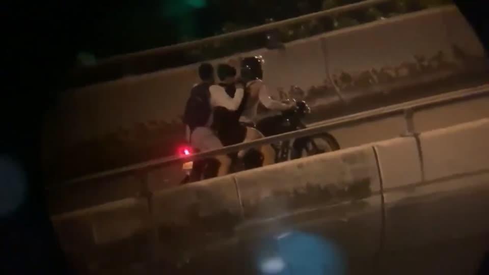 香港理工大學「圍城」今邁入第三天。18日晚間,被港警圍困在理大的數百名示威者中,...