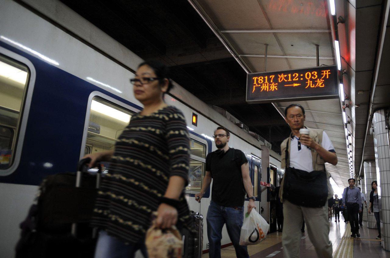 大陸突然宣布,11月19日、20日,約22列次香港往來大陸列車將臨時停運。(新華...