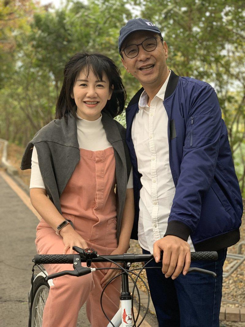 新北市前市長朱立倫今天到彰化與立委參選人謝衣鳳拍攝MV。圖/翻攝