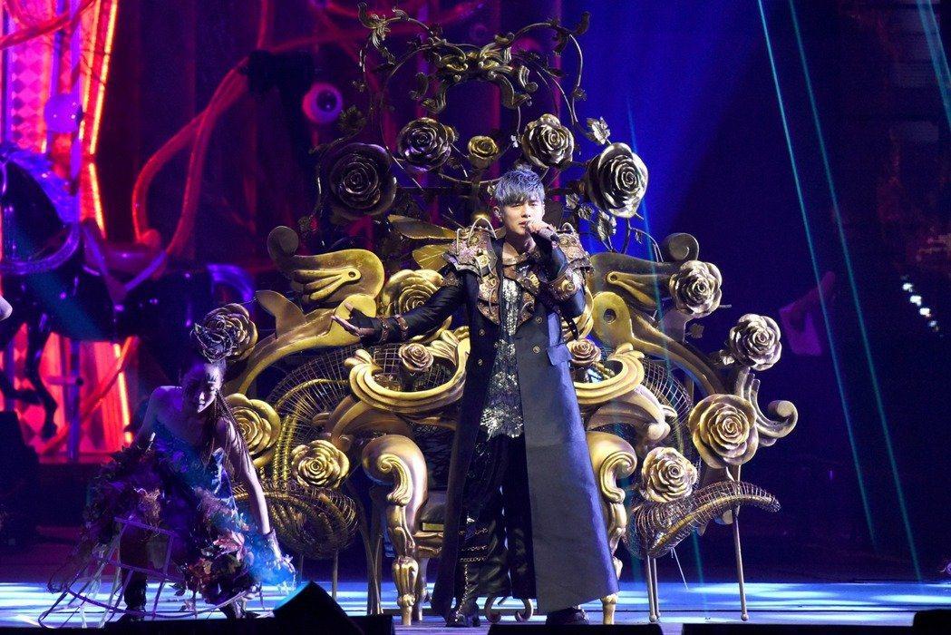 周杰倫在「嘉年華」世界巡演展現舞技。圖/杰威爾提供