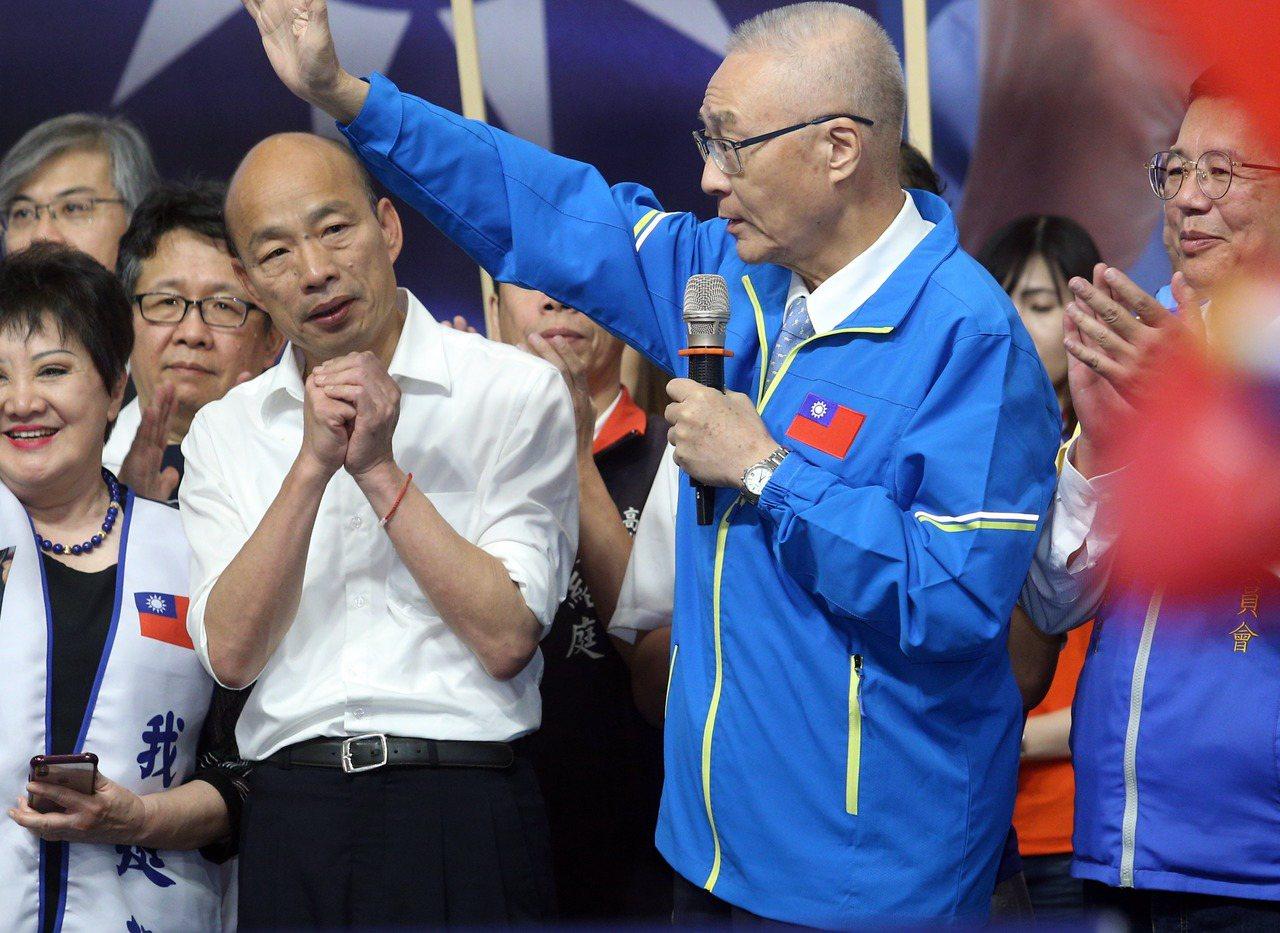 國民黨主席吳敦義(前右)提到藍不分區名單時,幾度重申沒有派系分贓。圖/聯合報系資...