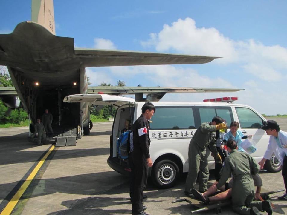 中華民國空軍臉書粉專昨日披露,空軍第六混合聯隊第十空運大隊第102空運機中隊及醫...