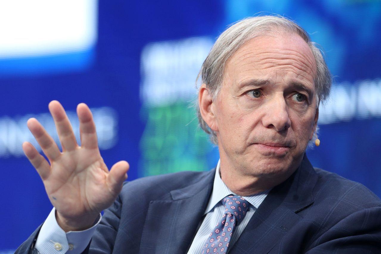 達里歐:「別犯這個錯誤,買到那些已經上漲的股票,還以為買得好,卻不怕買貴了 。」...