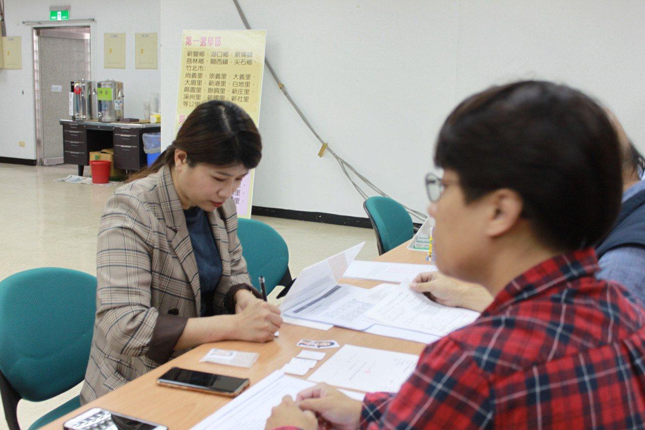 召集人、竹縣議員余筱菁指出,綠黨在新竹選的不錯,在這次選舉中,小黨在藍營居多的傳...