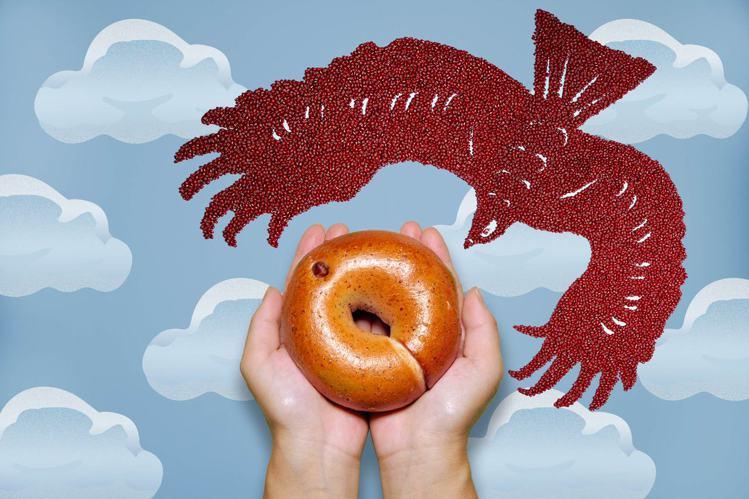 選用不毒鳥的屏東「老鷹紅豆」推出貝果新品「紅豆牛奶」。圖/好丘提供