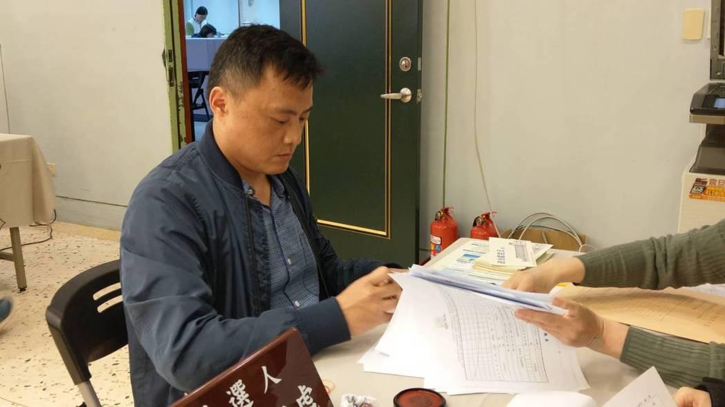 政治素人許育嘉代表勞動黨,登記投入宜蘭區域立委選舉。記者戴永華/攝影