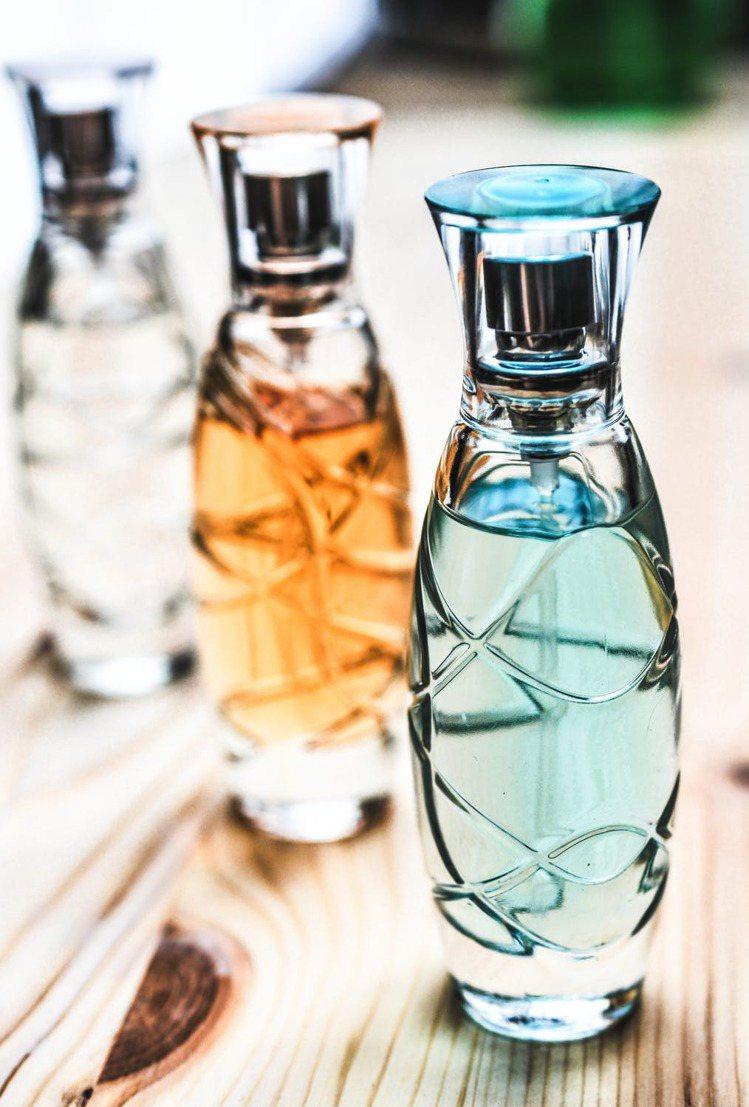 過期的香水,是很棒的清潔劑、室內清新噴霧。圖/摘自 pexels