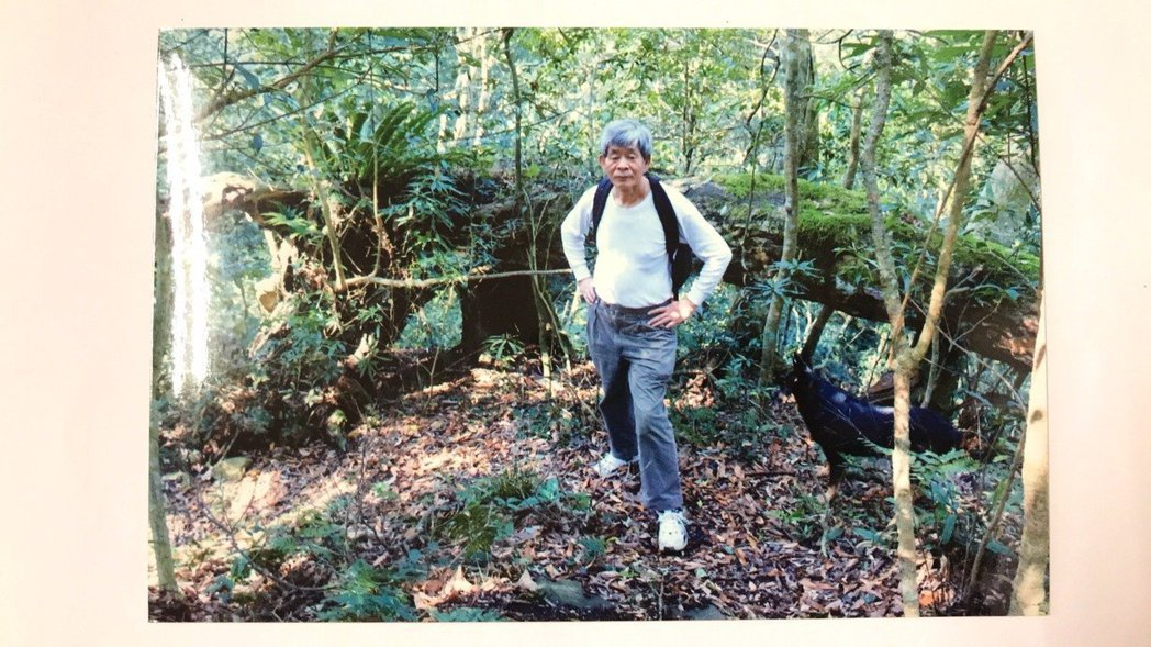 賴阿勝生前喜歡爬山,疑失足墜崖身亡。圖/賴立文提供