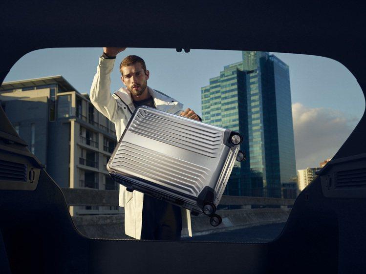 Samsonite升級了旗下的Lite-Box ALU系列,讓鋁合金的箱體更符合...