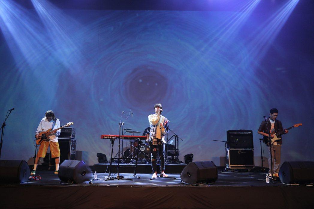 宇宙人獻唱演唱會同名新歌「你的宇宙」。圖/相信提供