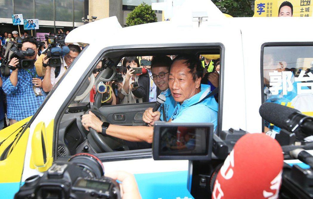 鴻海創辦人郭台銘(右一)。本報資料照片/記者陳正興攝影