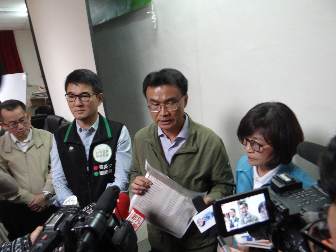 陳吉仲向假消息宣戰,強調只要謠言不止反烈,他天天都來雲林。記者蔡維斌/攝影