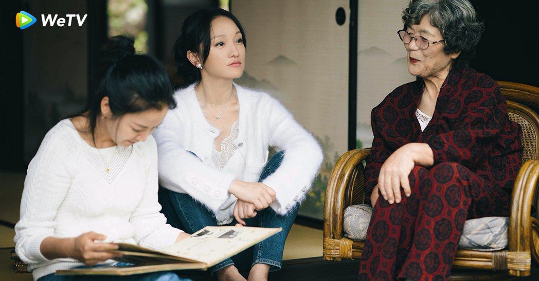 周迅(中)與阿雅到日本養老院關心老人家。圖/WeTV提供