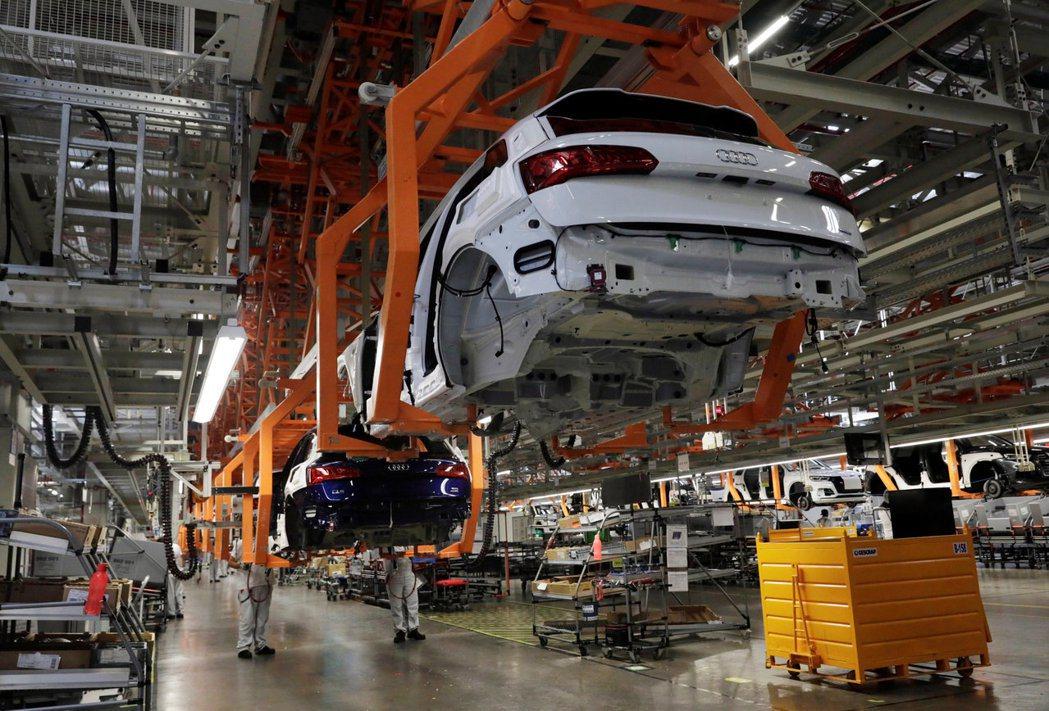 歐盟10月新車銷售攀抵10年新高。  路透