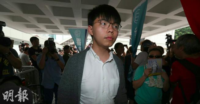 香港眾志秘書長黃之鋒獲英國人權獎,想申請出席,卻被香港高院拒絕。圖/取自明報網