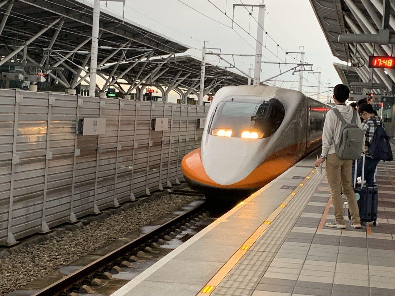 高鐵雖然確定南延屏東,但是施工期長達十年,屏東縣長潘孟安昨天在議會總質詢中說「完...