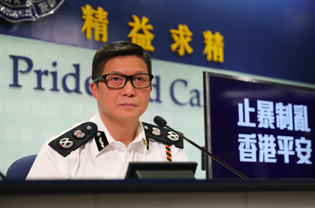 香港警務處長鄧炳強表示,他的新座右銘「忠誠勇毅」,是希望警隊盡快投入止暴制亂。香港中通社