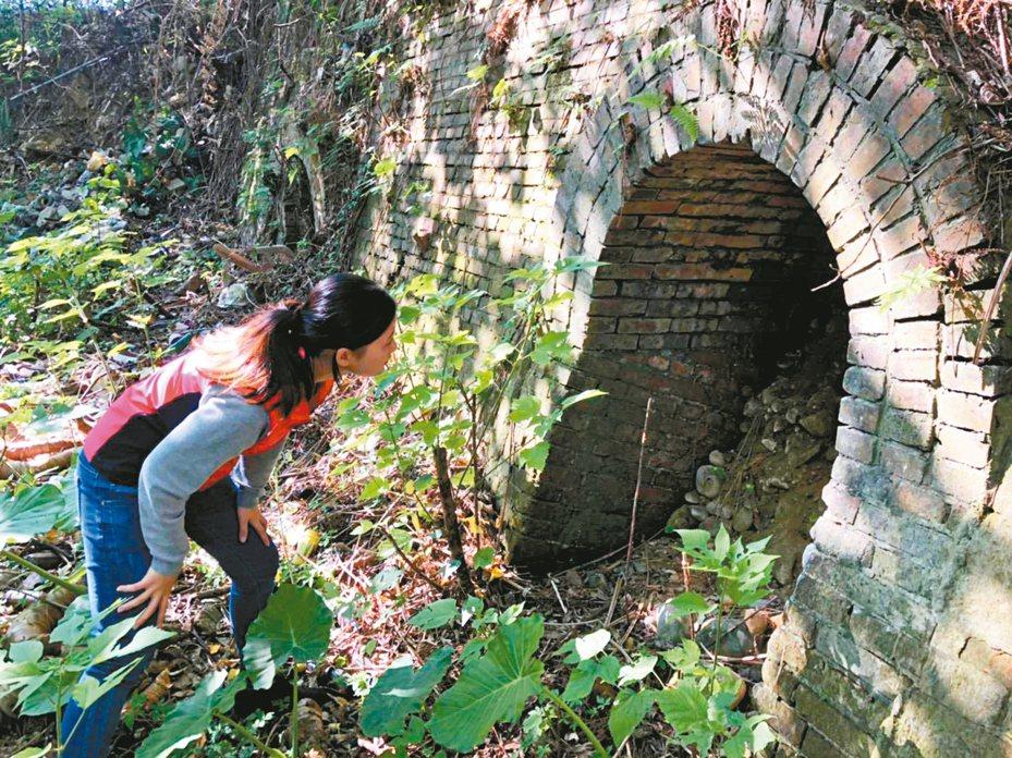 桃園龜山區計畫開路,當地鄉親希望保留磚窯廠遺留的煙囪。 圖/市議員陳雅倫提供