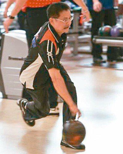 保齡球國手、吉林國小游泳社團教練林俊賢,昨晚遭撞後右小腿已截肢。 圖/翻攝自林俊...