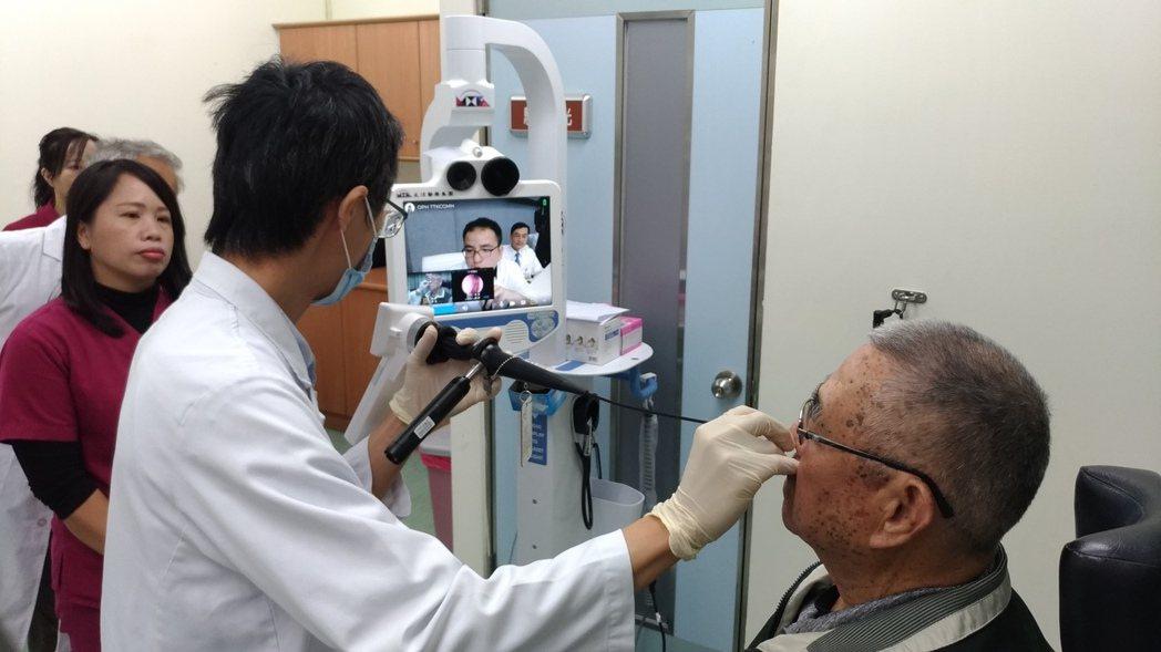 衛福部台東醫院成功分院與高雄長庚醫院攜手合作,開辦「遠距醫療門診」,透過精密儀器...