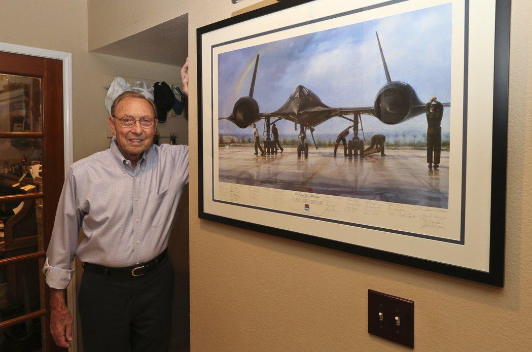 黑鳥偵察機試飛員韋佛1966年試飛時曾遇到飛機解體慘事,但他幸運地活了下來。 (...