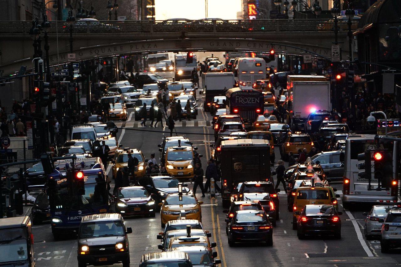 許多住在鄉村地區的美國人對大城市沒好感,認為城市比較髒亂還經常塞車。圖為紐約曼哈...