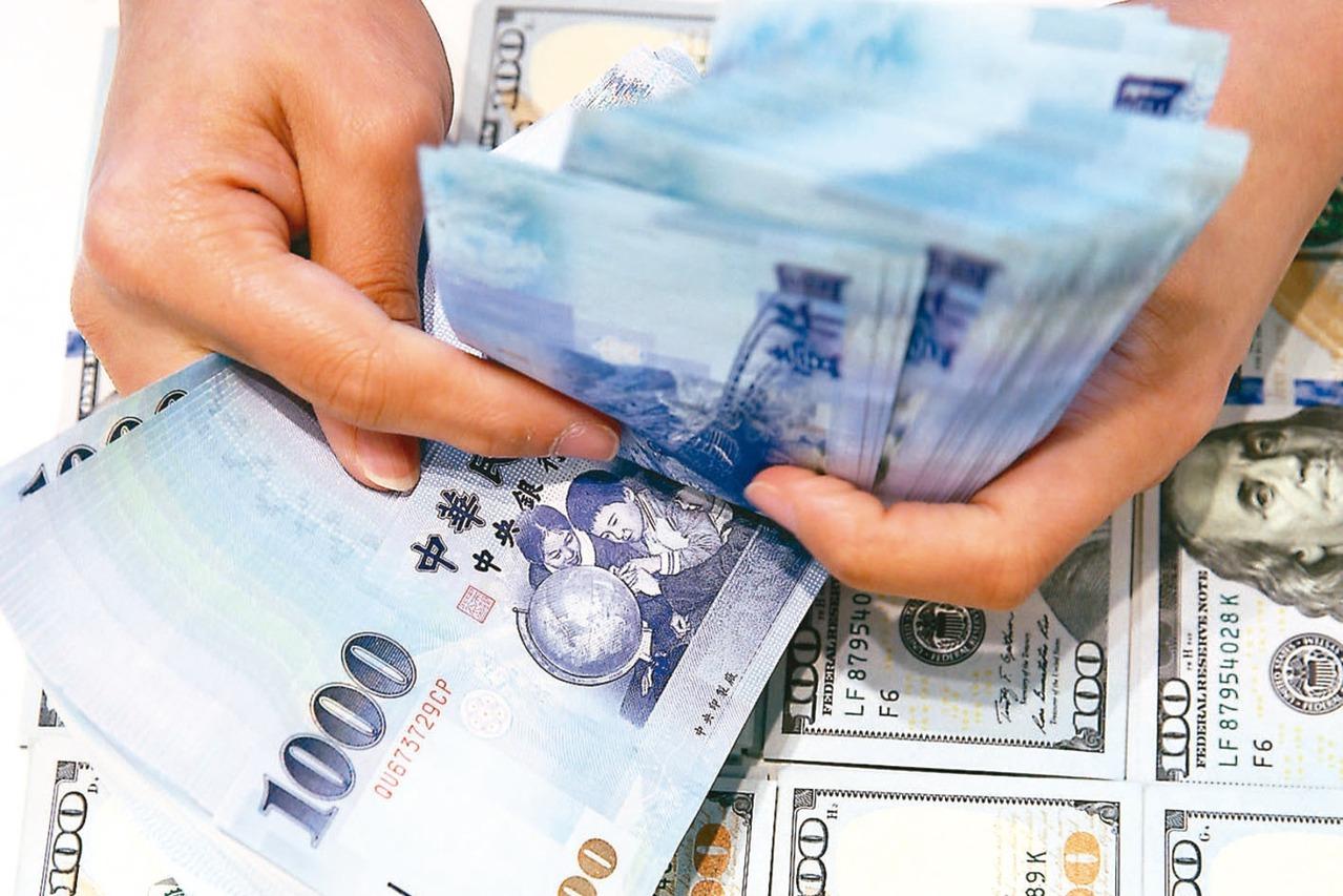 外資愛台灣,11月持續淨匯入並投資台股。中央銀行昨(5)日公布,外資持有新台幣資...