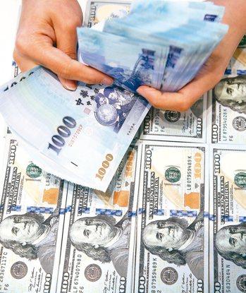 金管會昨日公布明年壽險業「新契約責任準備金利率」,包括新台幣、美元、人民幣、澳幣...