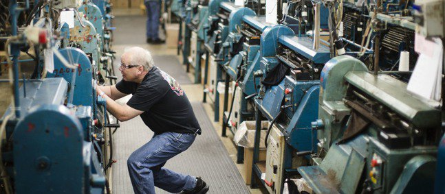 美國10月製造業ISM指數出現觸底反彈的信號。美聯社
