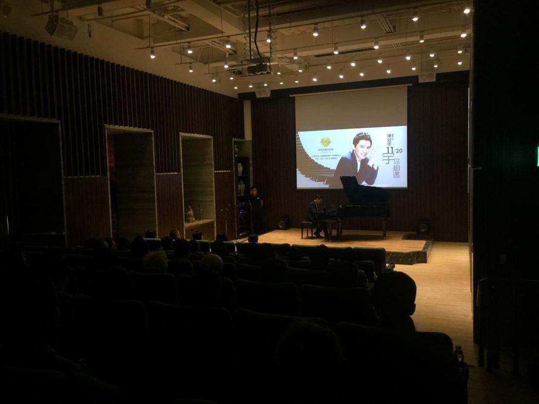 雄崗信義美術館33樓演藝廳採用大型演藝聽的設計規劃手法,營造出相當出色的聆聽空間...