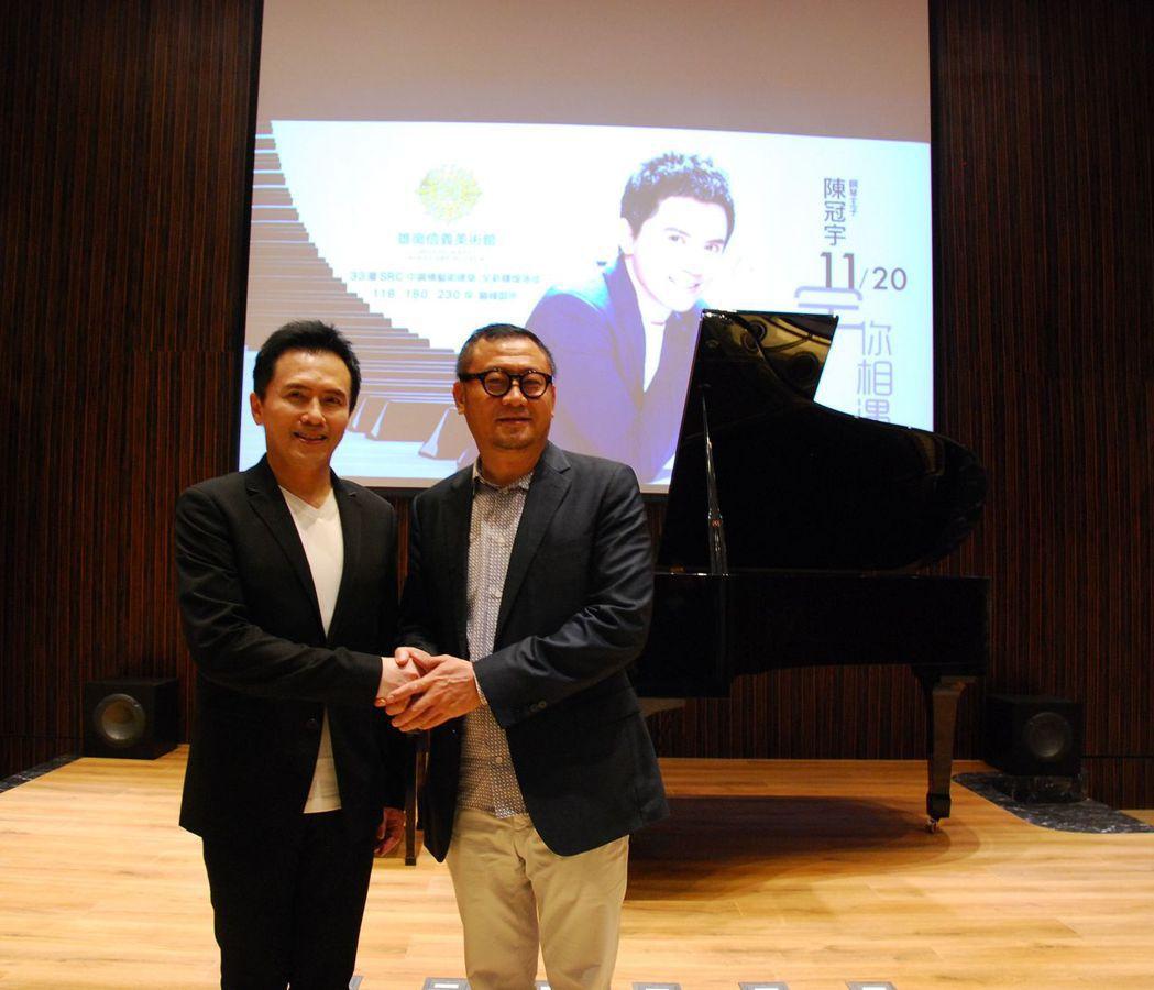 鋼琴王子陳冠宇(左)與雄崗建設董事長林清吉合影。 楊鎮州/攝影