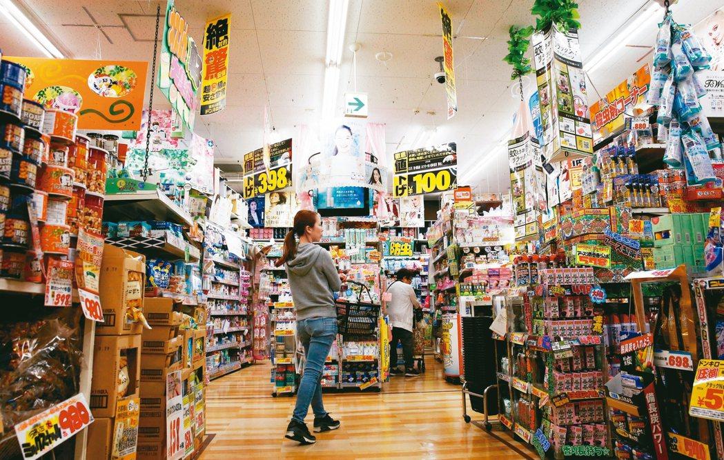 國外需求減少,日本出口不振,10月提高消費稅,第四季進口消費商品的需求也弱。 路...